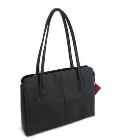 #seka Černá kabelka Seka na zip. Uvnitř – tři přihrádky, v prostřední, největší, je kapsa na zip a kapsa bez zipu na drobnosti. Materiál eko kůže. Gym Bag, Bags, Fashion, Handbags, Moda, Fashion Styles, Duffle Bags, Totes, Lv Bags