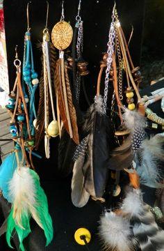 brincos diversos, tribais, étnicos com penas, camurça, pingentes R$ 20,00