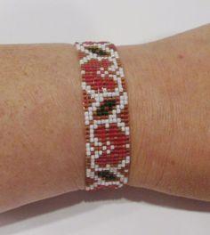 handmade red and brown flower vine pattern beaded bracelet #Handmade #Beaded