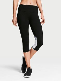 Knockout by Victoria Sport Crop
