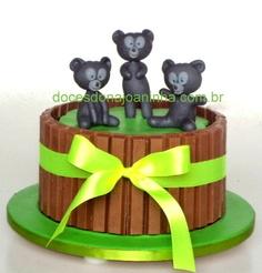 Bolo decorado Valente - Ursinhos Trigêmeos com chocolates kit kat