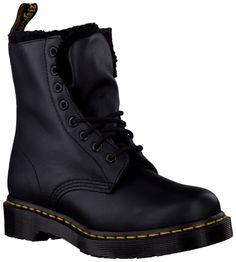 Black Dr. Martens Ankle Boots http://www.omoda.nl/dames/enkelboots/dr-martens/zwarte-dr-martens-enkelboots-1460-dmc-3098.html