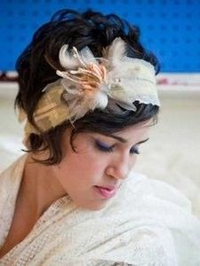 Vintage Couture Headband Corsage With Glitter Wishbones & Feathers (annnnd, the hair! Short Wavy Hair, Short Wedding Hair, Short Hair Cuts For Women, Long Hair, Curly Pixie, Hair Dos, My Hair, Pretty Hairstyles, Wedding Hairstyles