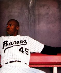 Michael Jordan with the Birmingham Barons, the AA affiliate of the Chicago White Sox Basketball Pictures, Sports Pictures, Sports Images, Nba Players, Basketball Players, Jordan Basketball, Basketball Hoop, Michael Jordan Baseball, Jordan 23