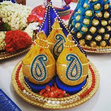Indian Wedding Gifts, Desi Wedding Decor, Indian Wedding Decorations, Thali Decoration Ideas, Diwali Decorations, Flower Decorations, Coconut Decoration, Indian Baby Showers, Birthday Room Decorations