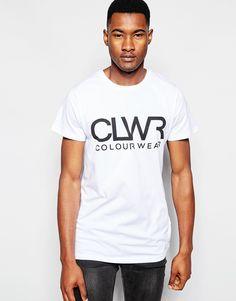 T-Shirt mit Druck von CLWR weiches Jersey Rundhalsausschnitt Logoprint auf der Brust reguläre Passform - entspricht den Größenangaben Maschinenwäsche 60% Baumwolle, 40% Polyester Model trägt Größe M und ist 191 cm/6 Fuß 3 Zoll groß