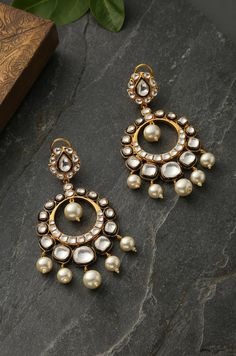 Look stylish and flaunt your signature style by wearing these stud earring. Indian Jewelry Earrings, Indian Jewelry Sets, Fancy Jewellery, Jewelry Design Earrings, Gold Earrings Designs, Ear Jewelry, Women Jewelry, Earrings For Saree, Jewlery