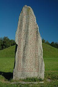 Anundshög, Badelunda, Västerås, Sweden. 59°37′50″N 16°38′41″Ö  The mound behind the runestone is the largest in Sweden, 9 meters high, 64-68 meters in diameter and carbon dated to 210-540 e.Kr .