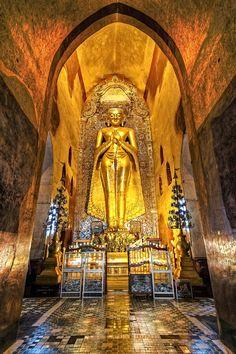 Ananda Temple . Bagan, Myanmar