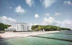 Located in Heiligendamm on the Baltic Sea coast, this luxurious hotel features several restaurants and bars, extensive spa facilities and stylish rooms. Best Vacation Destinations, Best Vacations, Top Hotels, Best Hotels, Luxury Hotels, Yoga Hotel, Wonderful Places, Beautiful Places, Hotel Am Strand