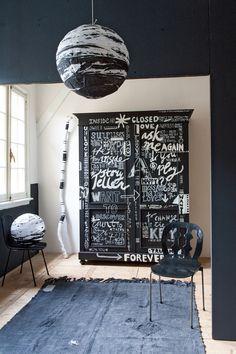 Letterkast #closet #black #white #letters #chalkboard #paint