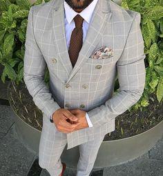 Shop ties, pocket squares, bracelets, socks and more! Mens Fashion Suits, Fashion Pants, Mens Suits, Tie And Pocket Square, Pocket Squares, Looks Style, Men's Style, Light Grey Suits, Smart Casual Menswear