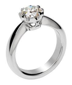Solitaire II   Valkokultainen, tyyliltään klassinen solitaire-sormus, johon suunniteltiin koristeellinen kruunuistutus korostamaan upeaa ja näyttävän kokoista timanttia.   Materiaalit: timantti 1.41ct F/IF, 750-valkokulta   http://www.hannakorhonen.fi/solitaire-ii/   White gold 750, diamond 1.41ct F / IF   #HannaK #rings #jewelry