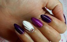 Beautiful Shell nails!