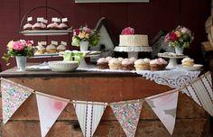 wedding cupcake display ideas | Cupcake display.