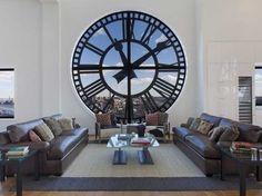 ¿Qué os parecería vivir detrás de un reloj? Como si de un campanario se tratase.