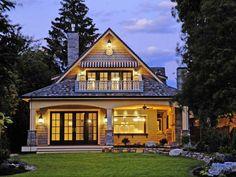 Décor de Provence: A Unique And Beautiful Lake House!
