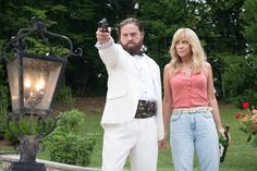 Zach Galifianakis and Kristen Wiig as David Ghantt and Kelly in Masterminds.