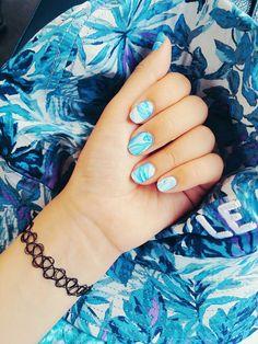 Blue marbling nail