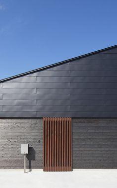 ガルバリウム鋼板とは1972年にアメリカで開発された新しい金属素材で、常に雨風にさらされている屋根や外壁の材質にもっとも…