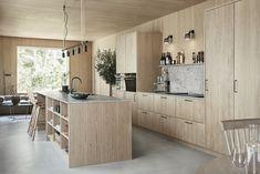Ljuvligt designkök i ek - Wood Family Kitchen, Home Decor Kitchen, Kitchen Interior, New Kitchen, Home Kitchens, Kitchen Dining, Küchen Design, Interior Design, Cabin Interiors