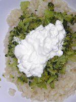 Těstoviny s brokolicí a Cottage sýrem Cabbage, Grains, Vegetables, Food, Essen, Cabbages, Vegetable Recipes, Meals, Seeds