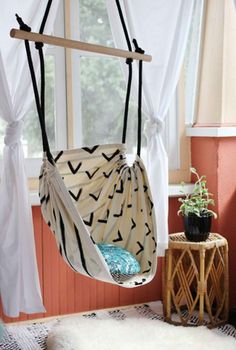 DIY Hammock Chair | DIY Teen Room Decor Projects, see more at: http://diyready.com/diy-teen-room-decor-projects/