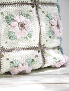 versponnenes: Blüten-Beulchen-Granny oder gegenseitige Inspirationen...