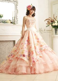 love everything about this floral, contrast of fabrics and sash around the waist. Nice detail applique on bodice Wedding Dress Patterns, Evening Dresses, Formal Dresses, Fantasy Dress, Ball Gown Dresses, Barbie Dress, Beautiful Gowns, Look Cool, Dream Dress