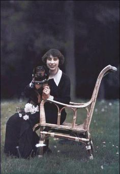 Marie-Louise Beer (1912) England Autochrome color photo, not colorized