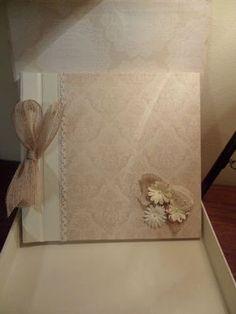 DE CARTÓN Y TRAPO: Libro de firmas con su caja para una boda Wedding Guest Book, Wedding Day, Scrapbook Albums, Scrapbooking, Felt Flowers, Shabby Chic Decor, Cover Photos, Girls Bedroom, Wedding Invitations
