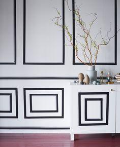 Da IKEA trovi idee per rinnovare casa in modo conveniente. Creare un effetto decorativo sulla parete del soggiorno usando il nastro adesivo è semplice e veloce. Scopri il nastro adesivo nero opaco GIVANDE, facile sia da applicare che da rimuovere.
