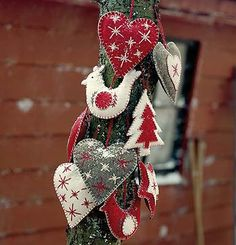 Felt Ornaments: Danish Site...Can't find these. Sorry! I'm sure you crafty folks will be able to recreate them if you want to. :-)