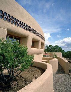 Frank Lloyd Wright : beautiful New Mexican adobe home!!!!! I luv it!
