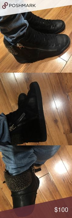 Dolce Vita zip up booties So cute and comfy gently used dolce vita booties. Zippered on both sides size 7 Dolce Vita Shoes Ankle Boots & Booties