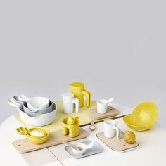 La colección OLE JENSEN para ROOM COPENHAGEN es una familia de productos de menaje para almacenar, cocinar y servir, compuesta por boles, tazas, jarras,...
