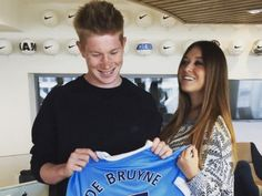 Michèle Lacroix, wife of Belgian soccer player, Kevin De Bruyne the young attacking midfielder currently playing for Manchester City Message For Dad, Wife And Girlfriend, New Chapter, Soccer Players, Manchester City, Sports News, Girlfriends, Athlete, Dads