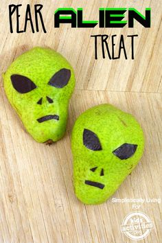 Healthy Pear Alien Treat - make kid snacking more fun with this spooky treat! Click now!