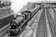 Paignton - Wolverhampton express coming out of Bristol through Lawrence Hill by jenifer Diesel Locomotive, Steam Locomotive, Bristol, Royal Navy Submarine, Steam Railway, Old Trains, British Rail, Wolverhampton, Steam Engine