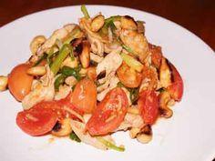 Gai Pad Khing, ein leckers Thai Gericht das, weil es nicht so scharf ist, hier besonders bei den Touristen beliebt ist. Einfach und schnell zubereitet....                                                                                                                                                                                 Mehr