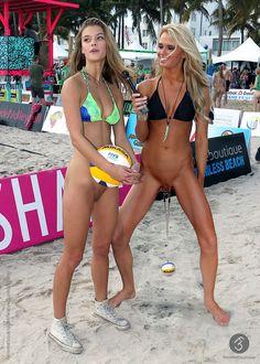 Bottomless nude selfie public