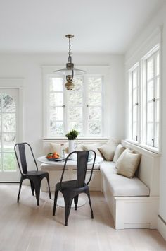 round Saarinen table for nook, or oval