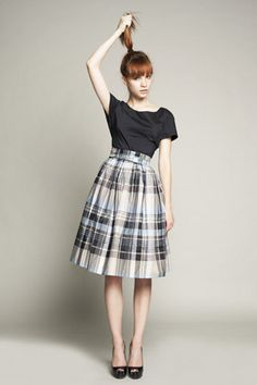 Been watching lots of Mad Men recently.  <3 the nipped waist and full skirts! #dress #fashion #retro