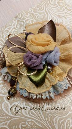 Текстильная брошь