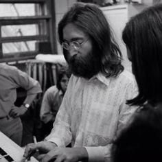 John trabajando con los Beatles en el disco Abbey Road. The Beatles