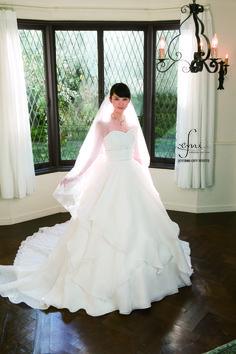 武井咲プロデュース『f-emi collection』ウエディングドレス画像カタログ集の画像   Marry Jocee