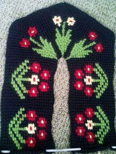 Crochet Slipper Pattern, Crochet Shoes, Moda Black, Moda Emo, Knitted Slippers, Piercings, Christmas Sweaters, Diy And Crafts, Cross Stitch