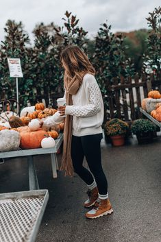 Rumored Hype on Casual Fall Outfits That Will Make You Look Cool Exposed Fall is nonetheless a good time to … Winter Outfits For Teen Girls, Casual Winter Outfits, Winter Boots Outfits, Snow Outfits For Women, Leggings Outfit Winter, Cold Weather Outfits, Casual Winter Style, Winter Flannel Outfits, Casual Fall Fashion