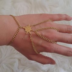 RAY OF SUNSHINE double hand chain Unique Jewelry, Jewelry Design, Hand Chain, Anklets, Sunshine, Hands, Bracelets, Gold, Style