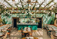 Restaurants In Paris, Restaurant Paris, Restaurant Design, Italia Restaurant, Italian Restaurant Decor, Moroccan Restaurant, Bistro Restaurant, Restaurant Lighting, Paris Cafe